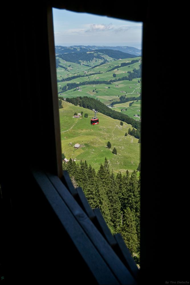 - Fenster mit Ausblick -