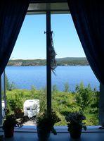 Fenster mit Blick auf den Fjord