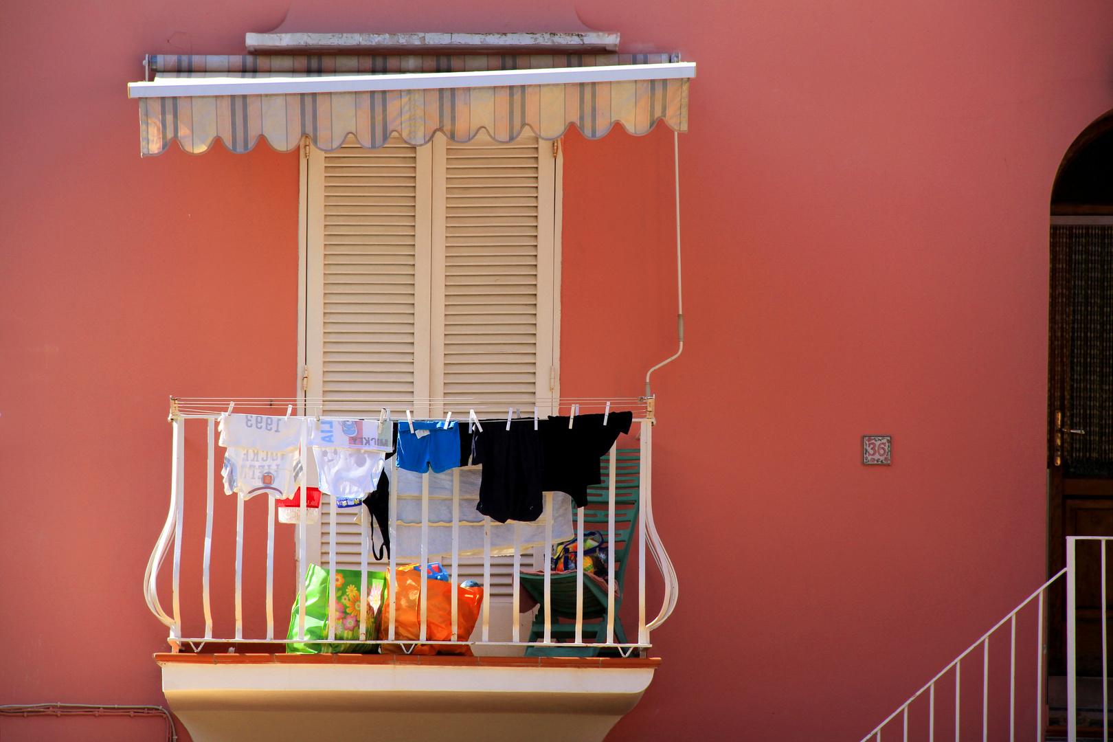 Fenster mit Wäsche auf Capri