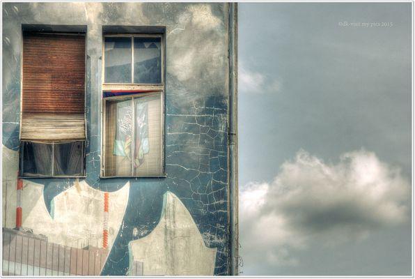 Fenster und Wolken