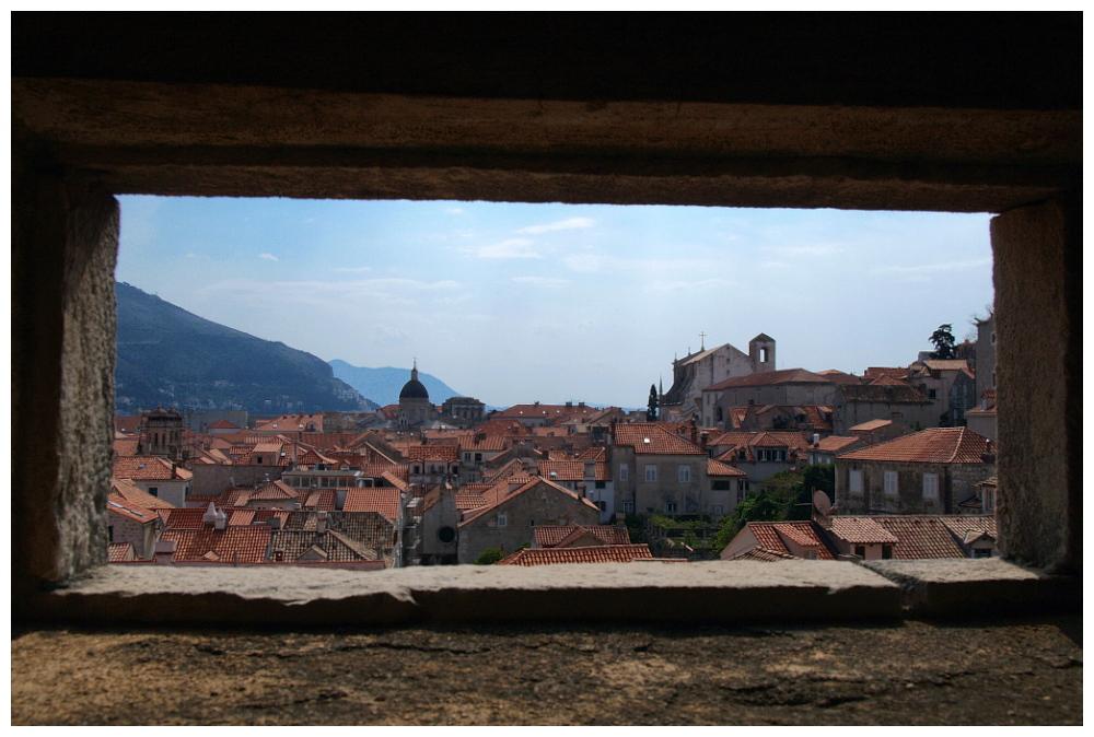 Fensterblick auf die Dächer von Dubrovnik