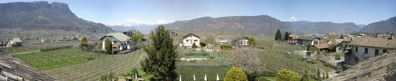 Fensterblick vom Mandelhof in Girlan