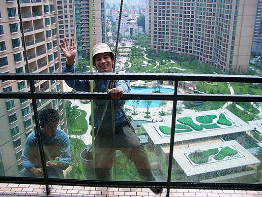 Fensterputzer im 17. Stockwerk