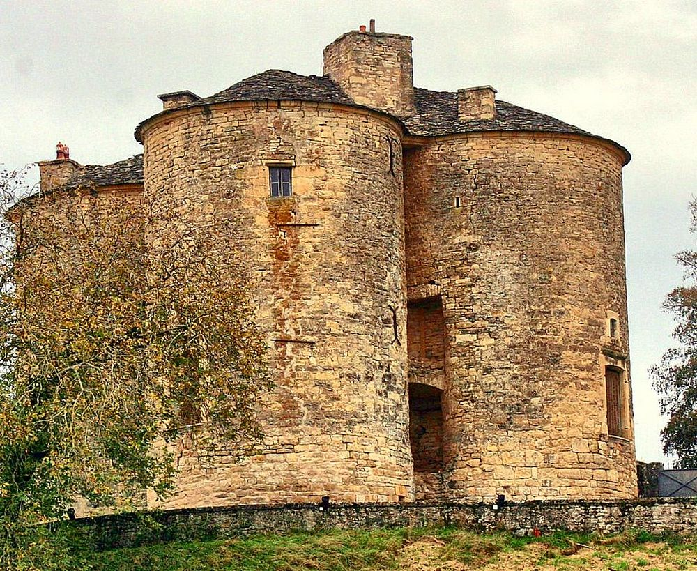 FERME FORTIFIEE AVEYRON