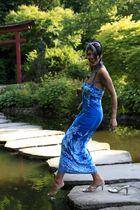 Fernanda am Wasser