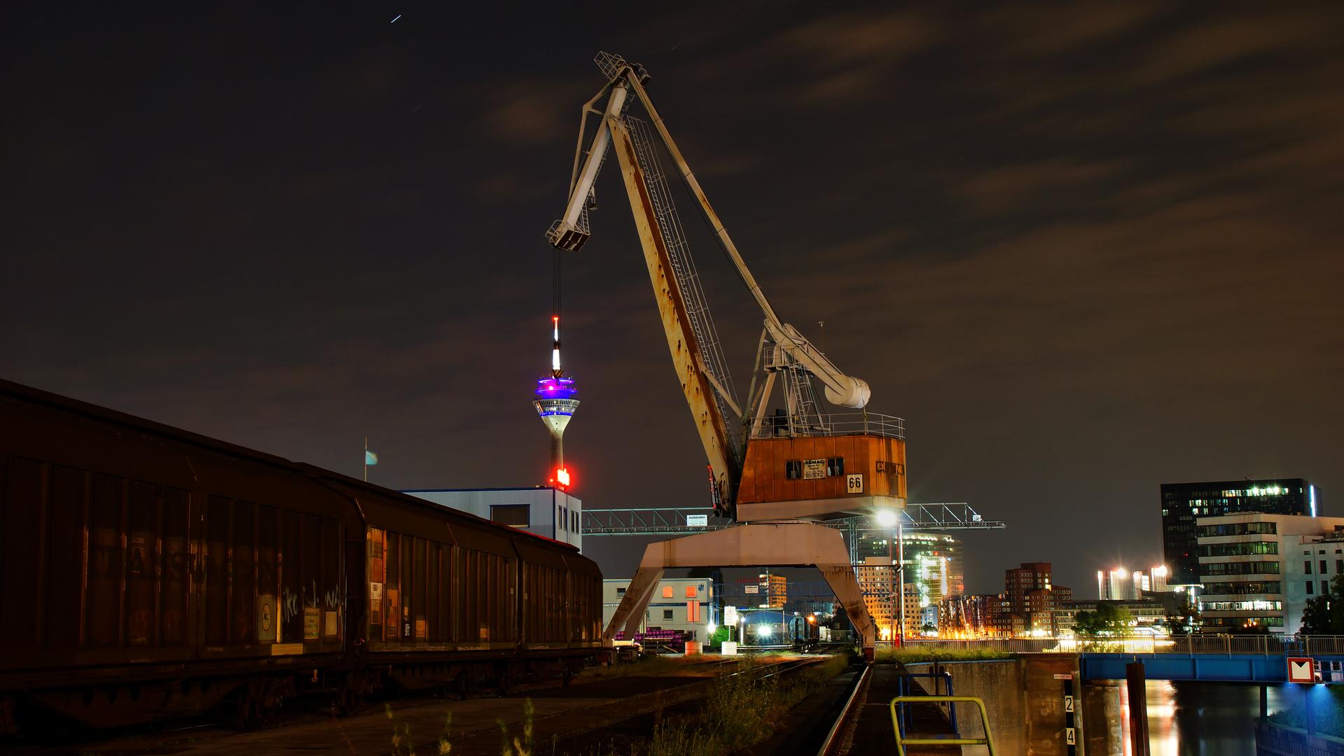 Fernsehturm mal aus dem Hafen gesehen