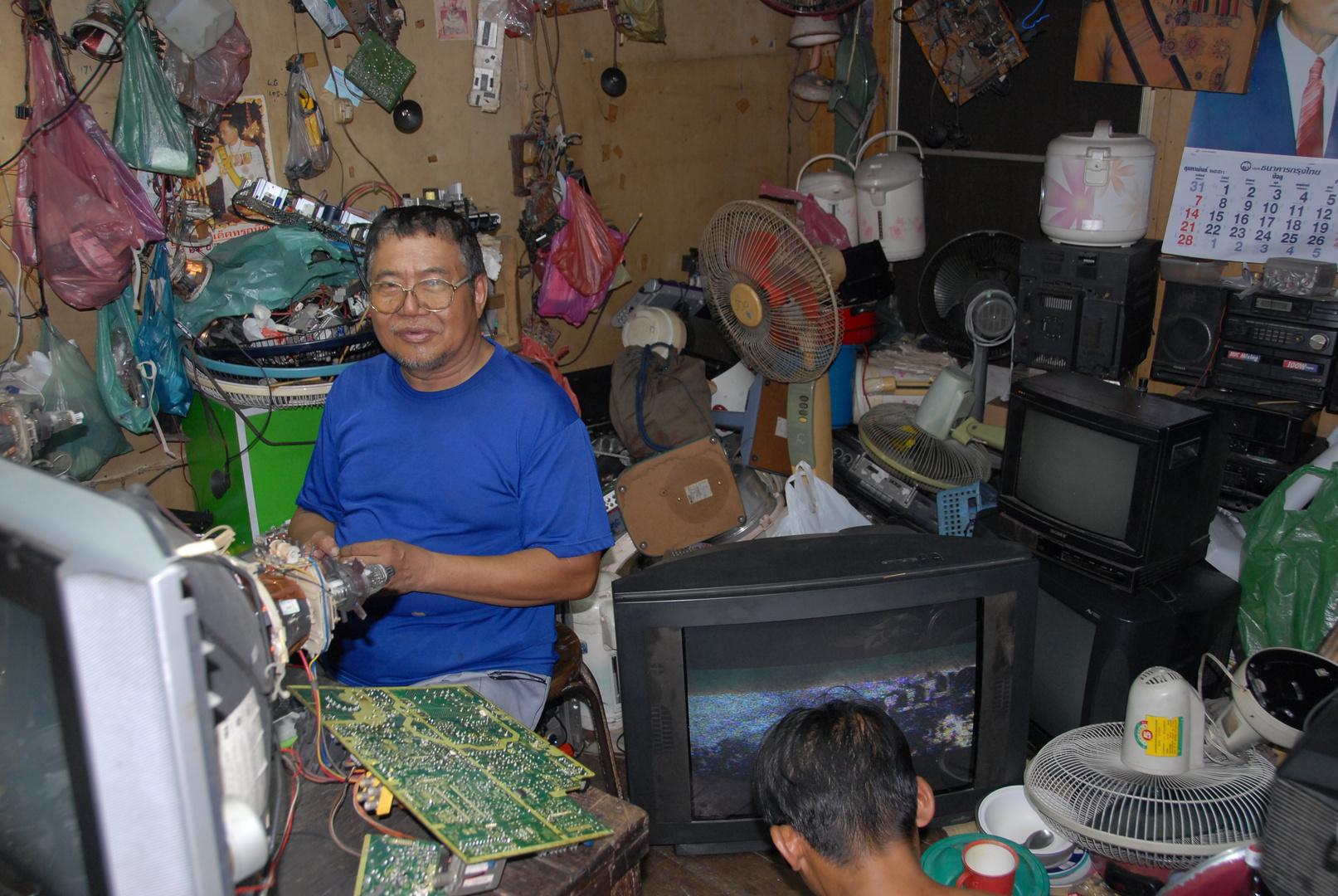 Fernsehwerkstatt in Bangkok im Stadtviertel Baan Krua
