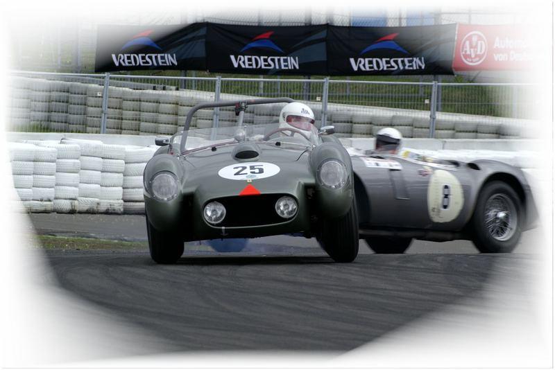 Ferrari 250 TR von 1958 im Kampf gegen HWM Jaguar von 1953