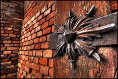 Ferro su legno e mattone