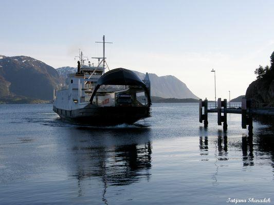 Ferry-boat to Gossa