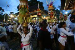 Fest in Pura Samuan Tiga, Szene bei Nacht
