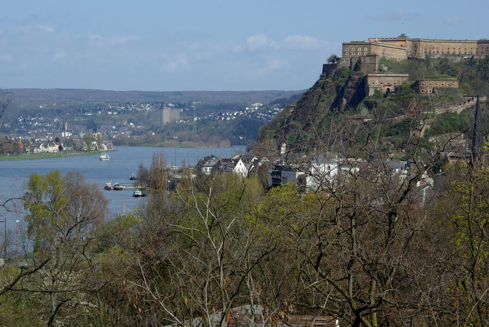 Festung Ehrenbreitstein über dem Rhein