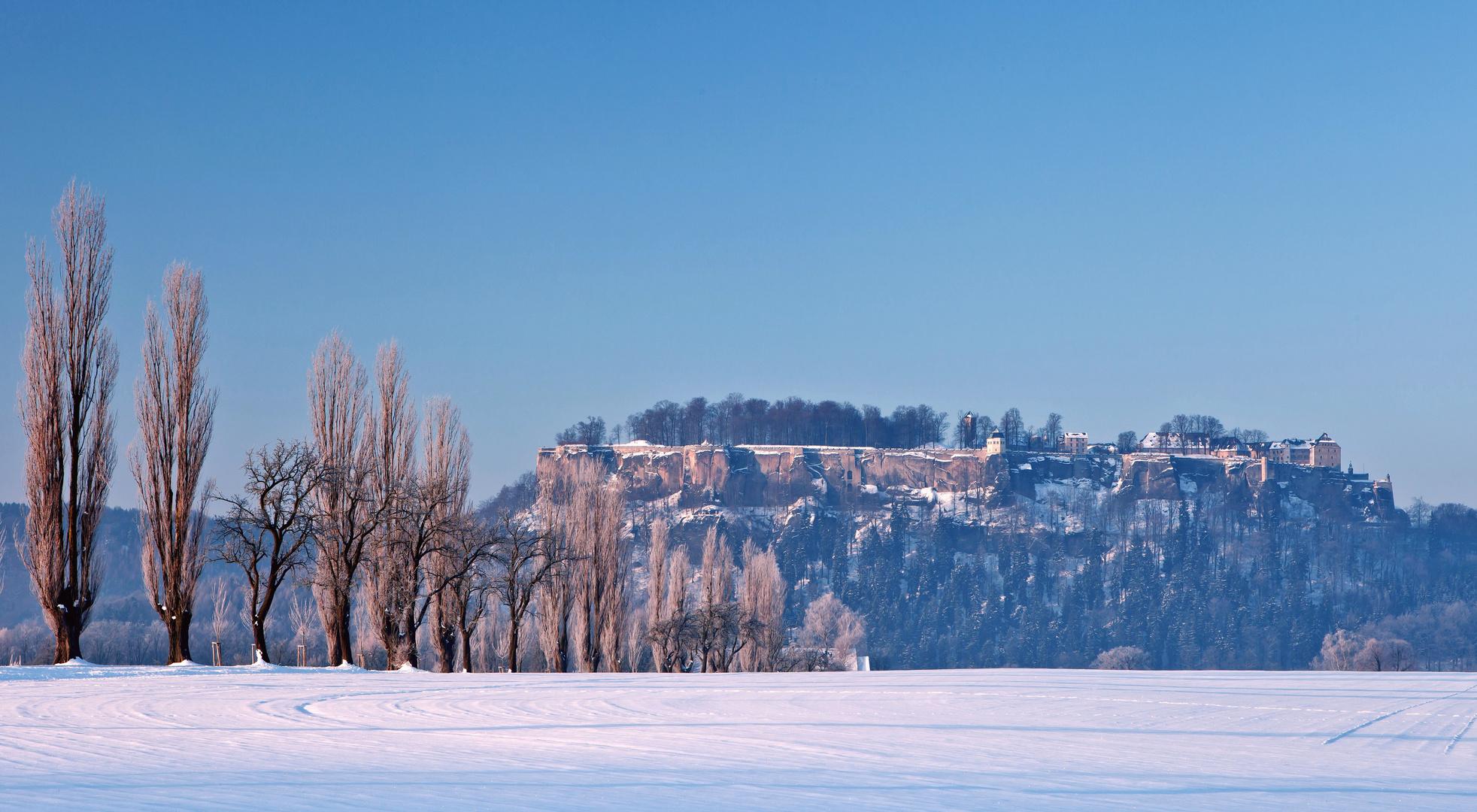 Festung Königstein im Winter bei Sonnenaufgang