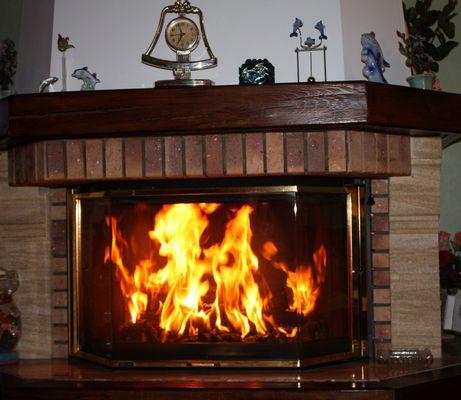 Feu de cheminée pour soirée d'hiver.......
