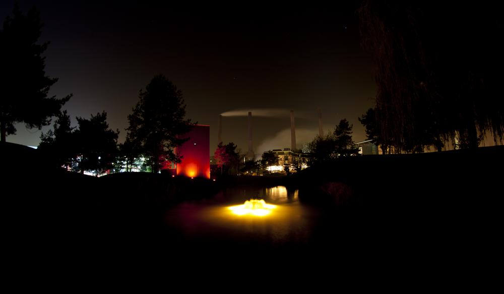 Feuer auf dem Wasser der Autostadt?