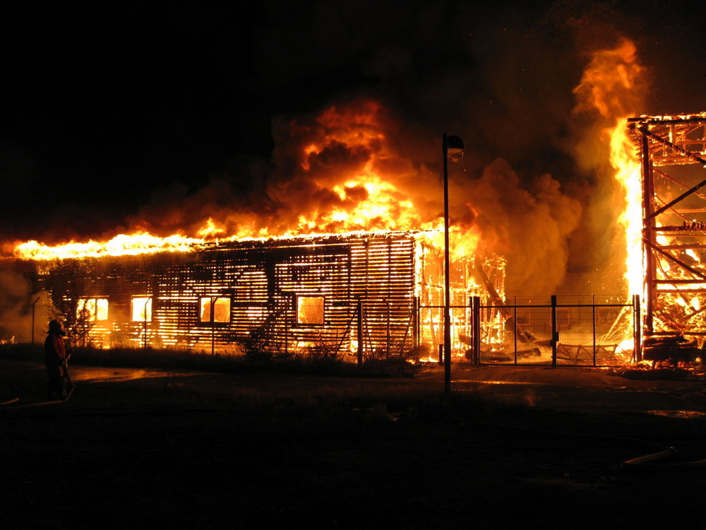 Feuer zerstört