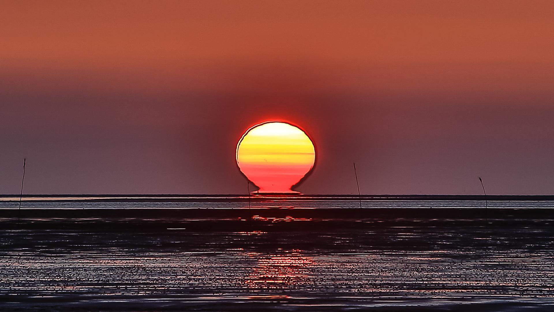 Feuerball über der Nordsee