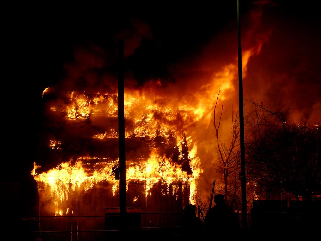 Feuer...Kraft der Zerstörung