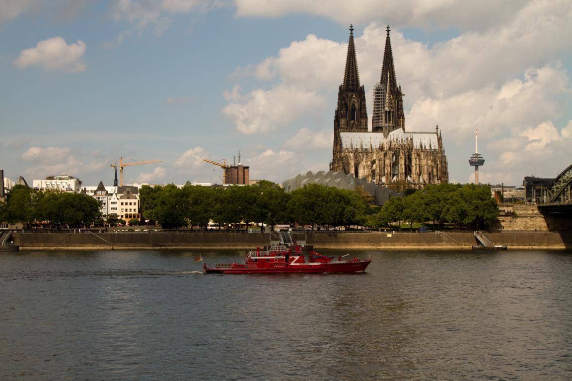 Feuerlöschboot in Köln