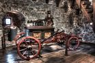 Feuerlöschspritze aus Jahre 1777 Burg Altena HDR