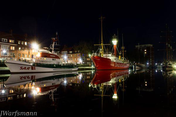 Feuerschiff Deutsche Buchtt und SAR Rettungskreuzer am Delft