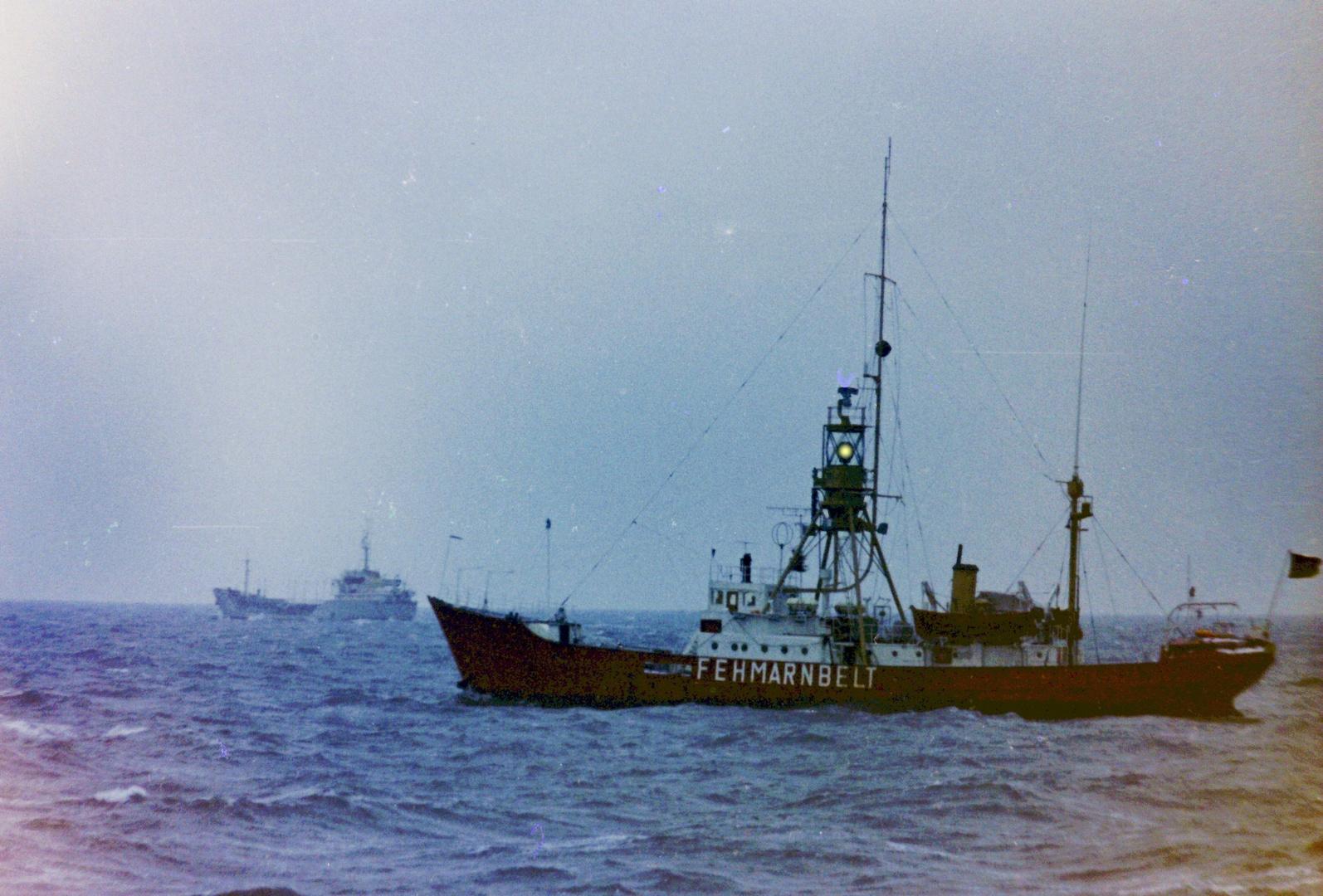 Feuerschiff Fehmarnbelt - 1982 auf hoher See - liegt jetzt in Lübeck am Kai