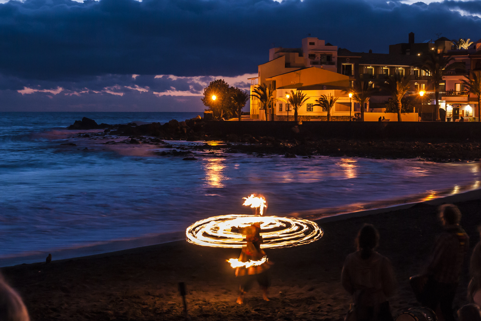 "Feuershow in ""La Playa Calera"" am Strand"