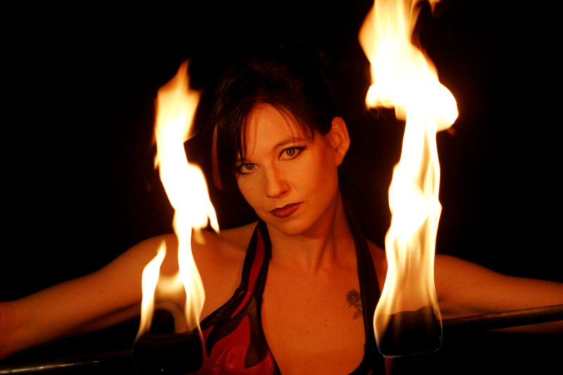 Feuershow Petra Quednau Portrait