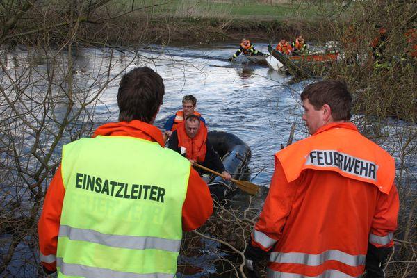 Feuerwehr rettet Kanufahrerin (3)