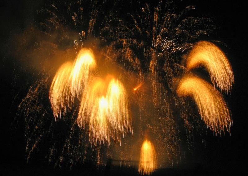 Feuerwerk anläßlich der Linzer Klangwolke 2006 (1)