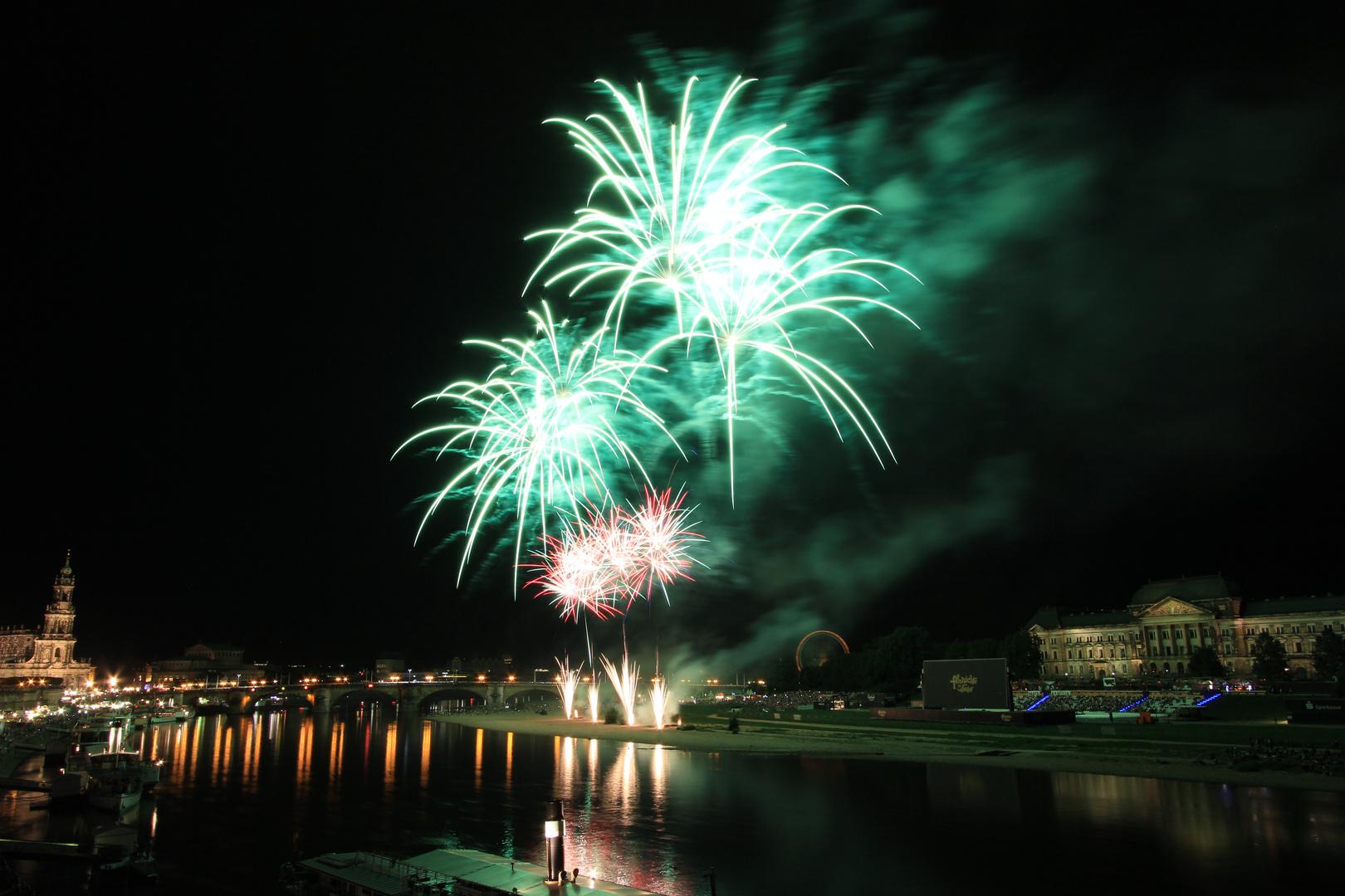 Feuerwerk-Grün zum Stadtfest Dresden 2013