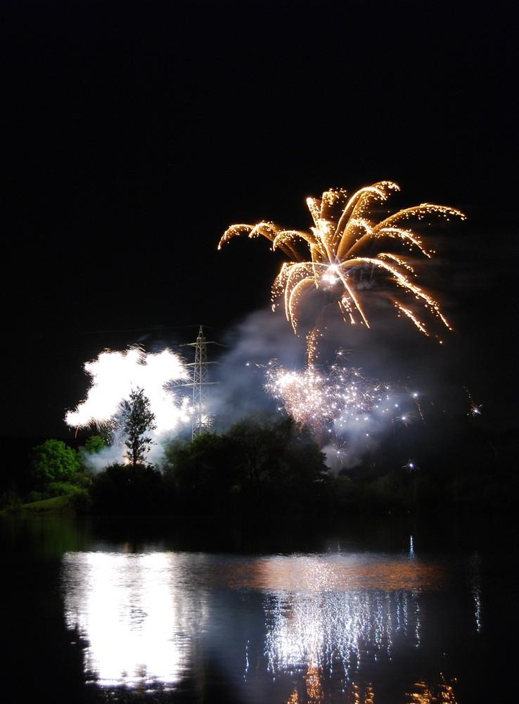 Feuerwerk nach der Zeltzeit am Grünen See