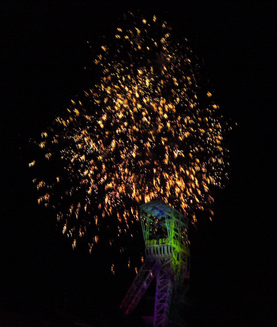 Feuerwerk über dem Förderturm