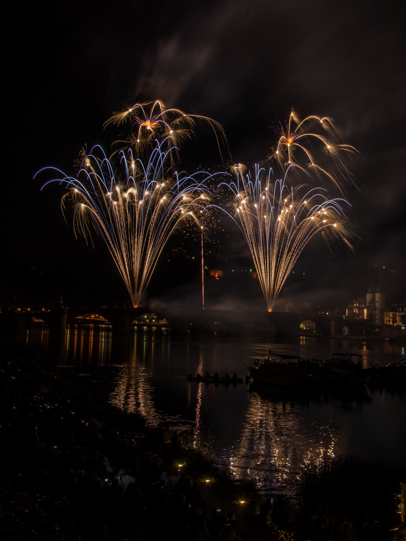 Feuerwerk über der alten Brücke in Heidelberg