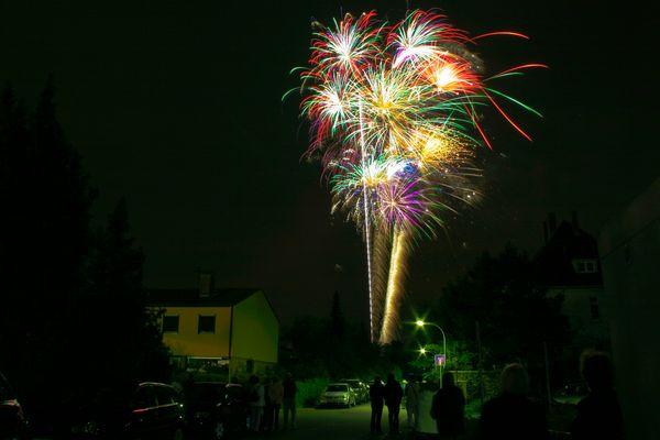 Feuerwerk zum Auftakt des Straßenfests in Limburgerhof