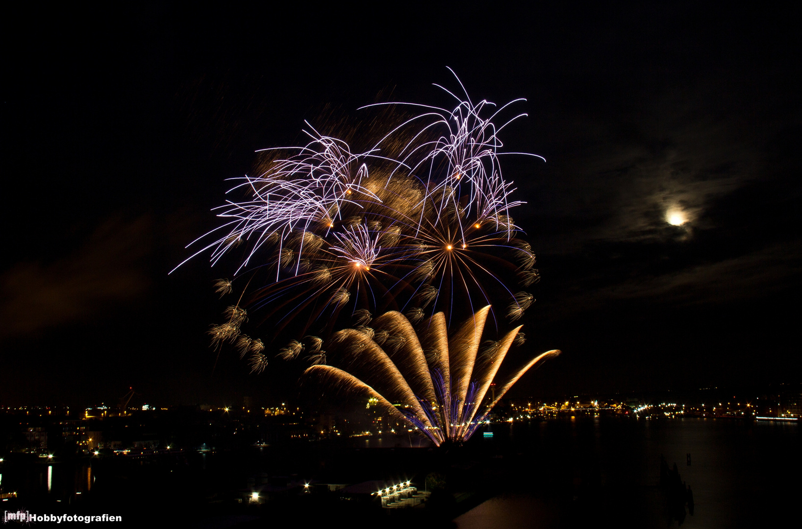 Feuerwerk zum JadeWeserPort-Cup 2012 [WHV]