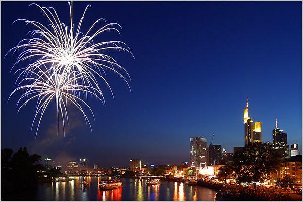 Feuerwerk zur Blauen Stunde