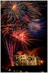 Feuerwerke über Stadt-Schloß in Oswiecim