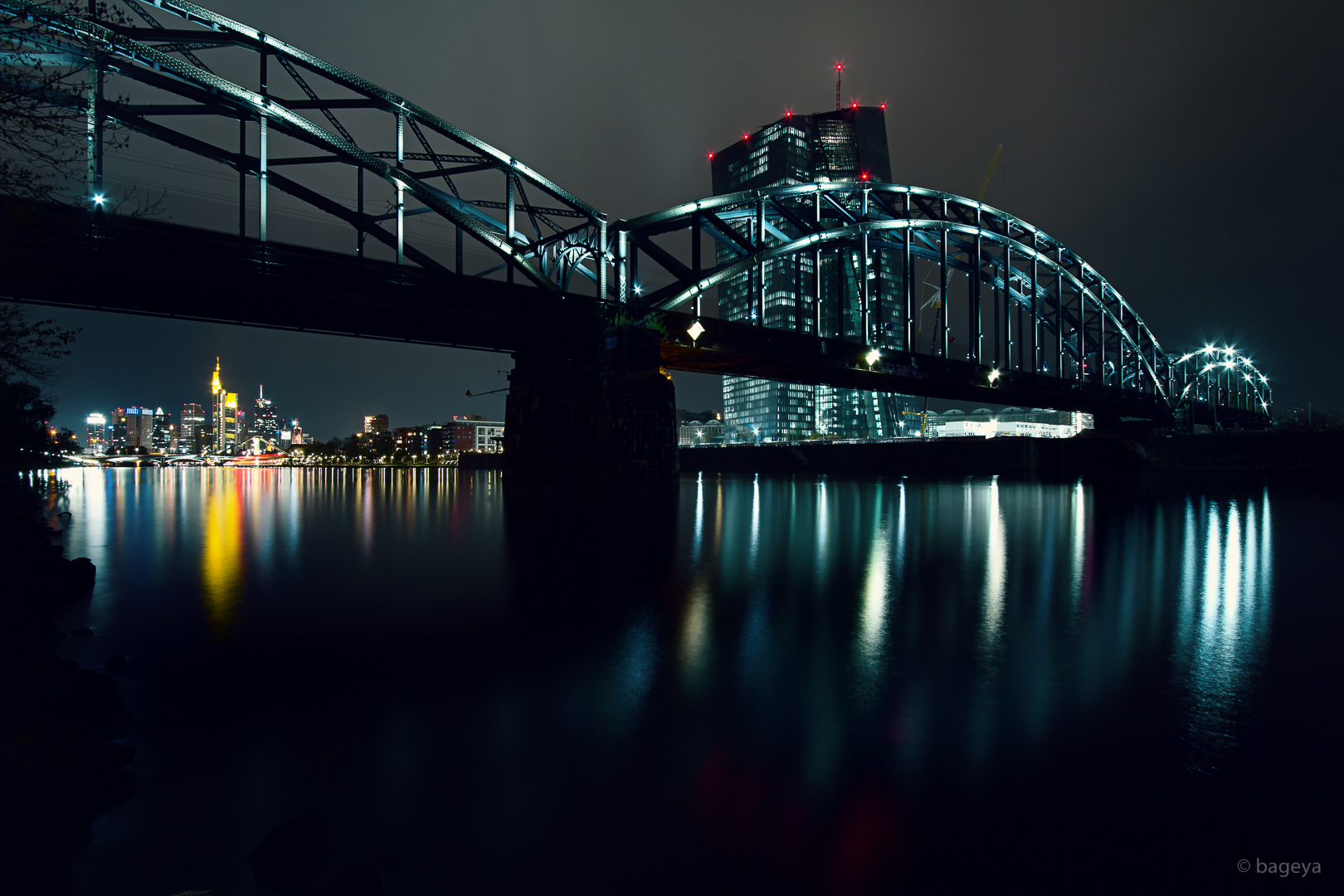 FFM - the old bridge and the new piggy bank