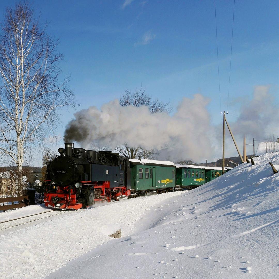 Fichtelbergbahn im winter foto bild schmalspur for Goldfischteich im winter