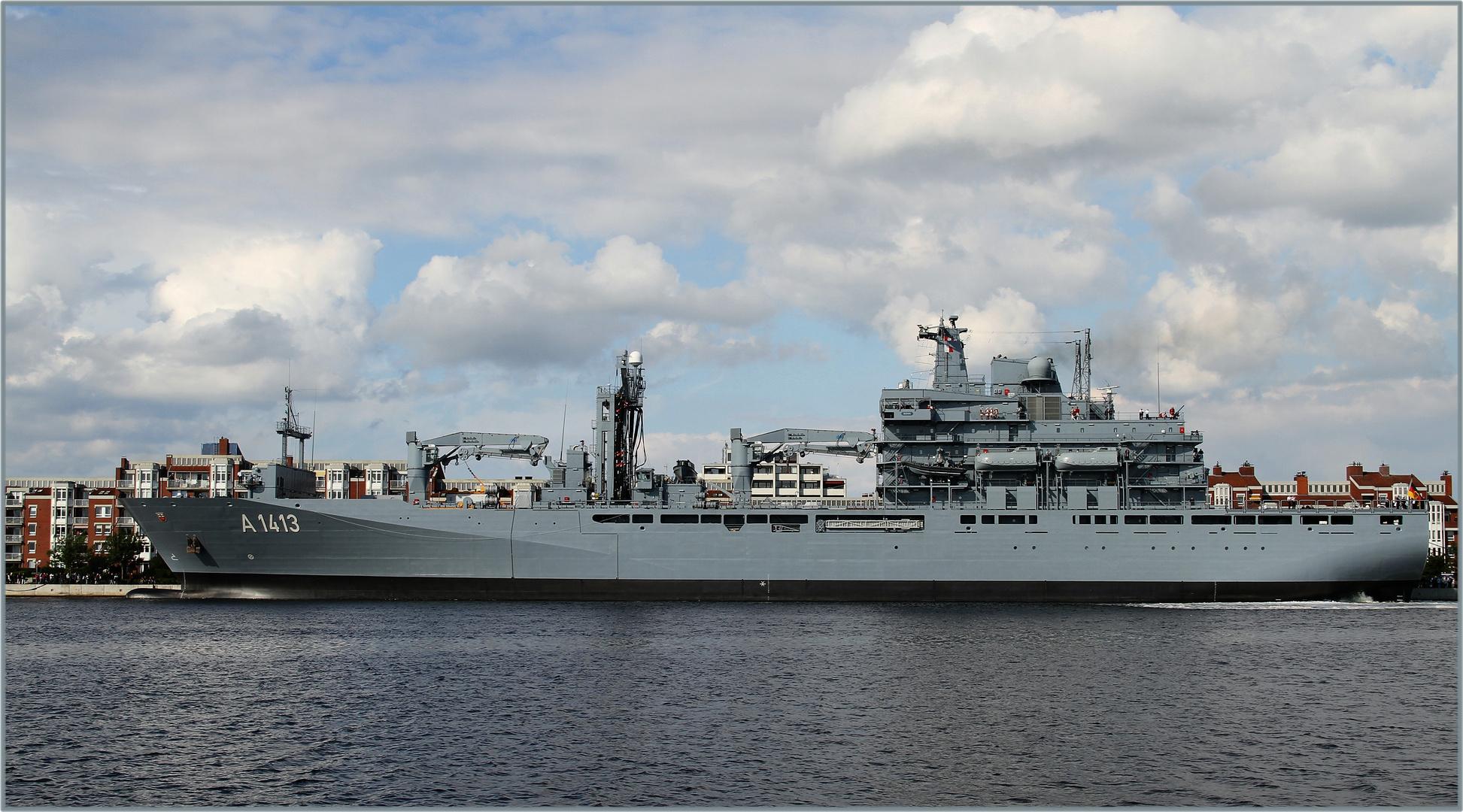 Fiddi vor Ort ... BONN A1413 ein Versorgungsschiff