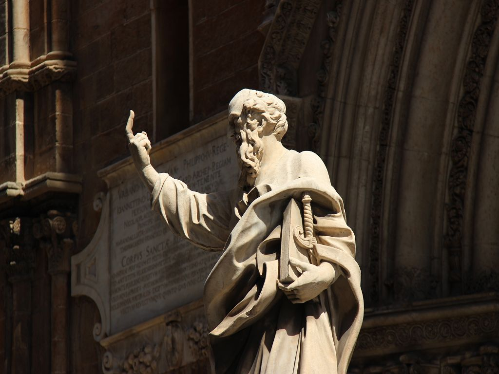Figur des hl. Paulus am Dom von Palermo