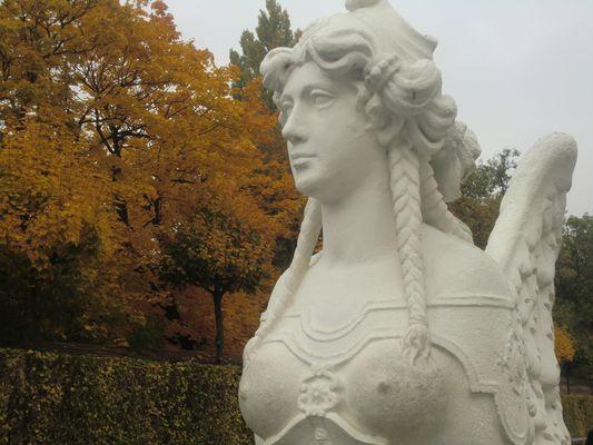 Figur im Park Schönbrunn...