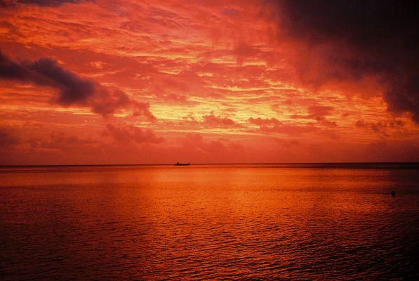 Fiji - Der Himmel scheint zu brennen