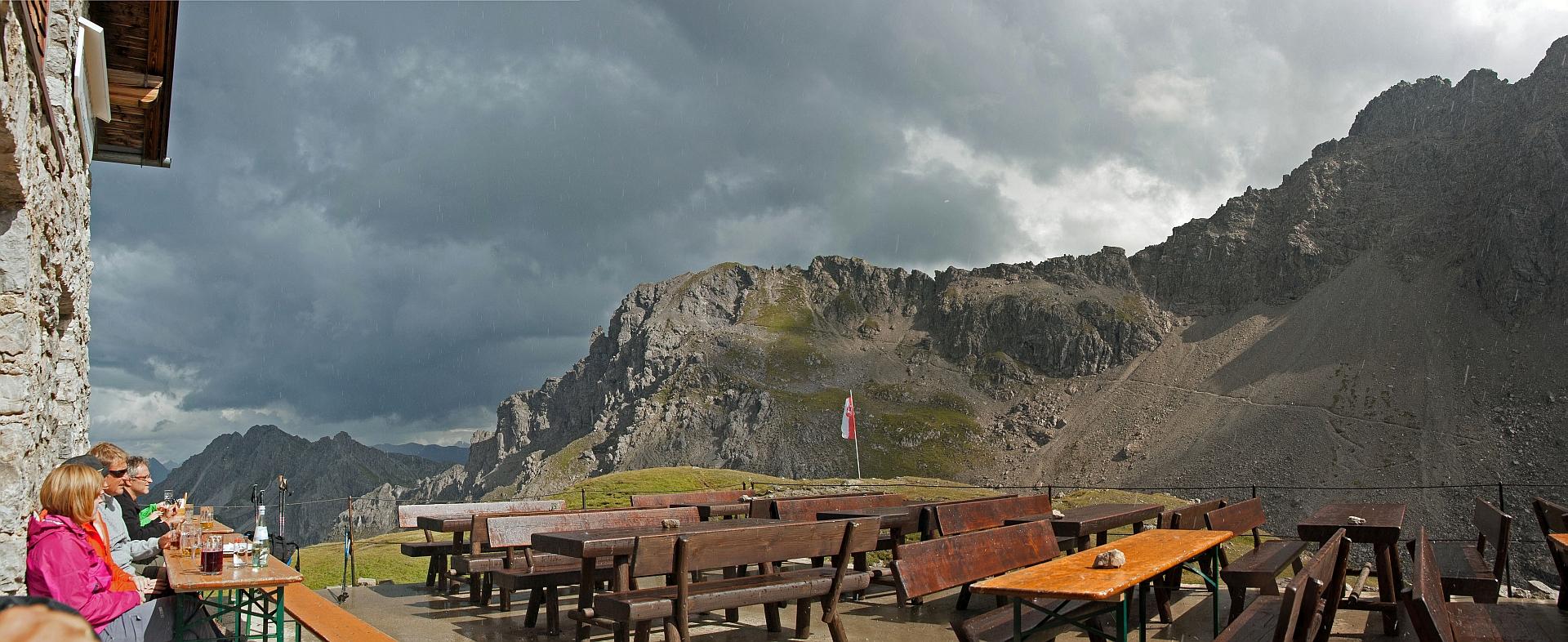 Filderpasshütte mit Blick auf Mindelheimer Klettersteig