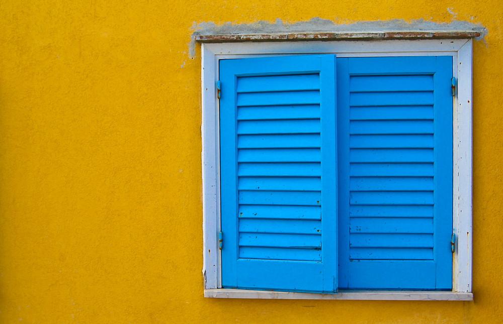 Finestra azzurra foto immagini temi criticatemi foto for Finestra immagini