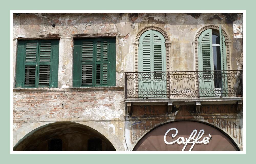 finestra e caffè