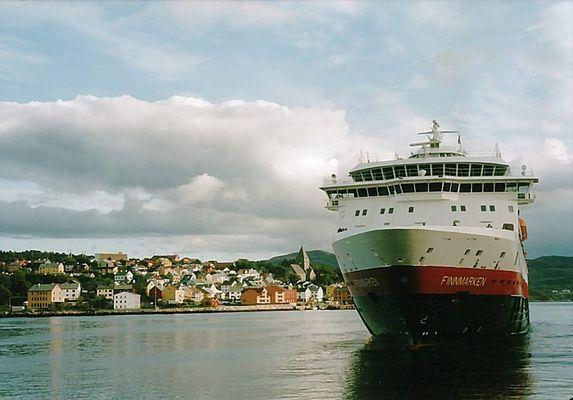 Finnmarken legt ab in Kristiansund