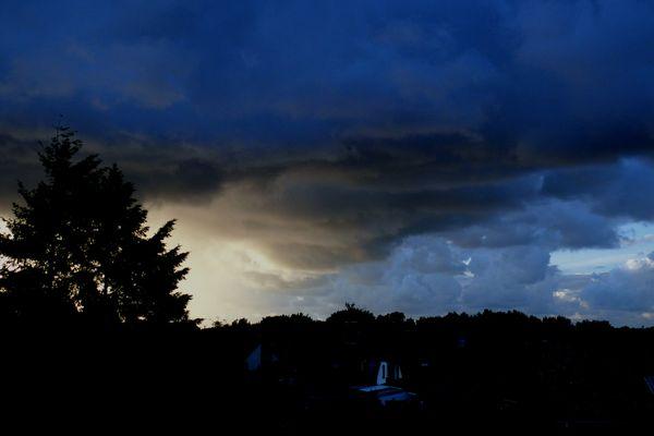 finstere Wolken