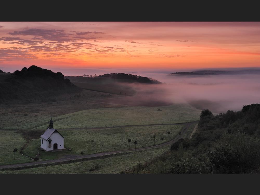 *Fintenkapelle im Tal der Morgennebel*